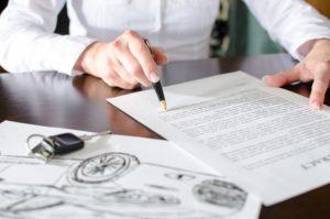 Autovertrag-Auto-verkauf-lesen-hand-schlüssel