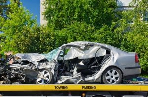 Unfall-auto-abschlepper-totalschaden-min