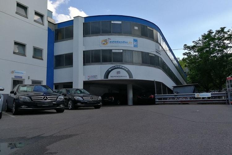 Eingang-zu-Autodandler-für-Ihren-Auto-verkauf-münchen